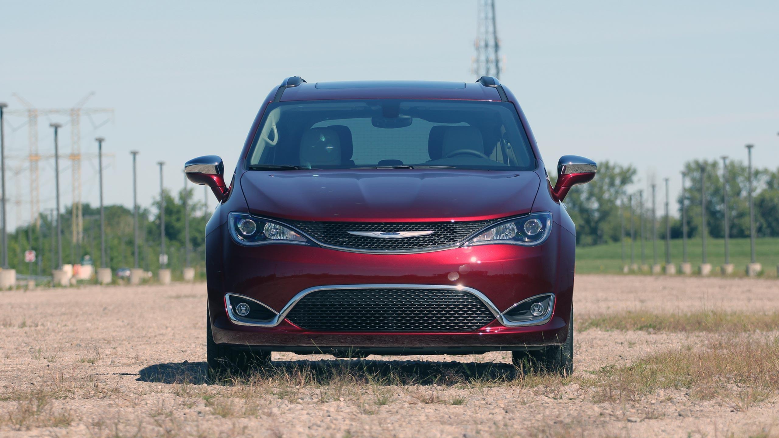 Chrysler Pacifica photo 170202