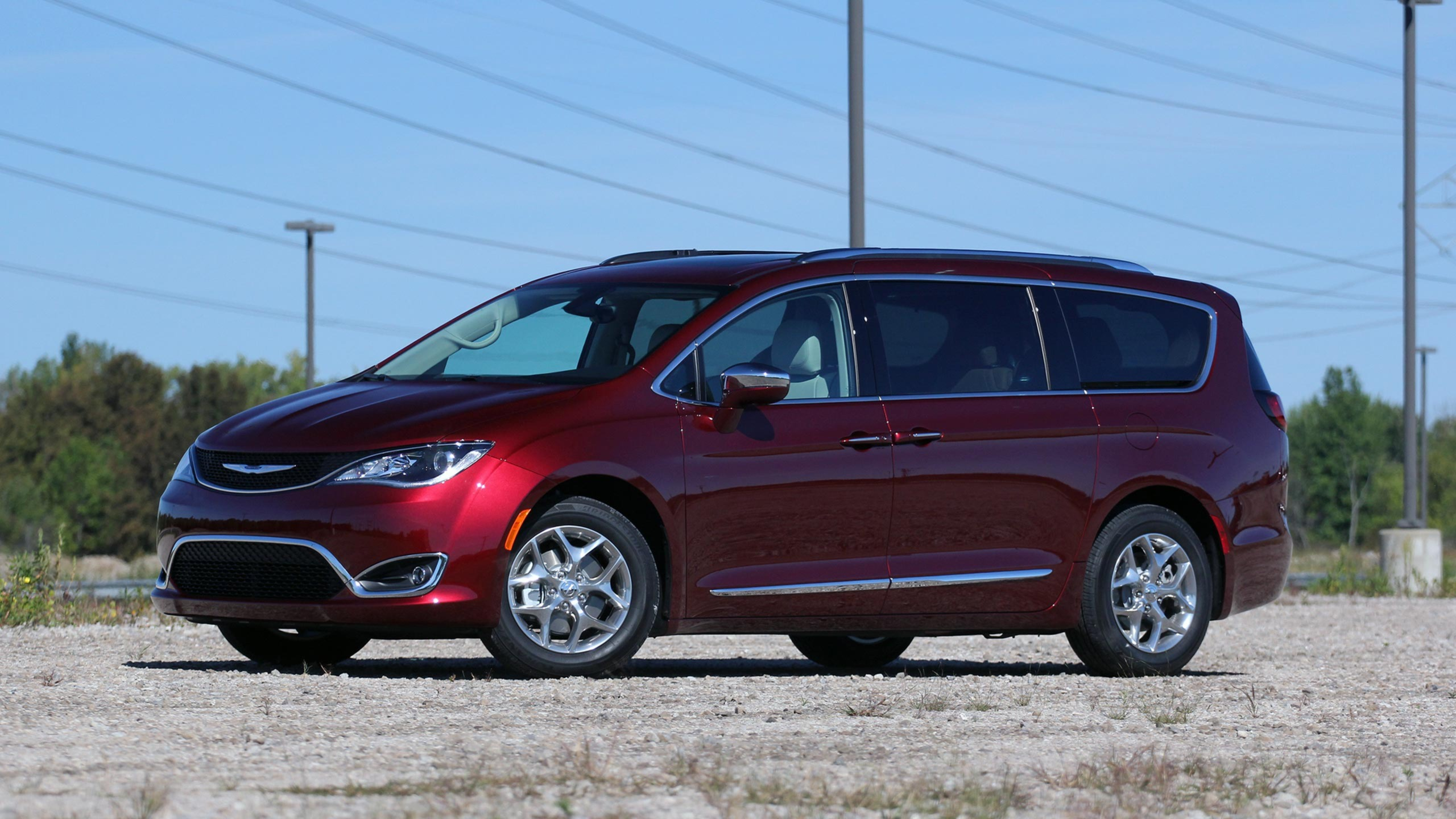 Chrysler Pacifica photo 170210