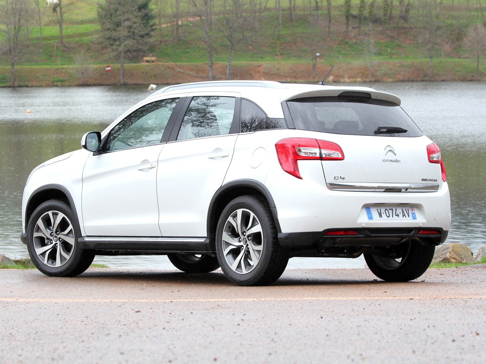citroen c4 aircross photos photogallery with 14 pics. Black Bedroom Furniture Sets. Home Design Ideas