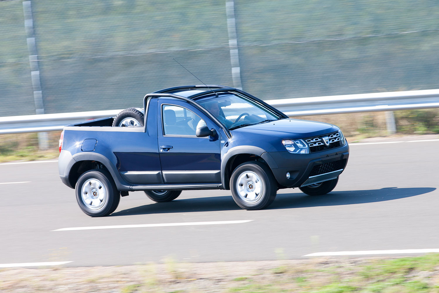 dacia duster pick up picture 130459 dacia photo gallery. Black Bedroom Furniture Sets. Home Design Ideas
