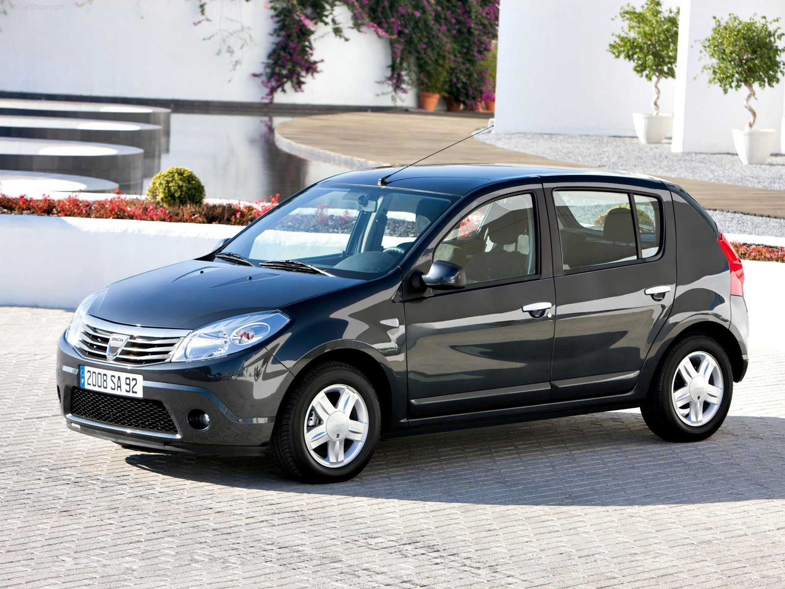 You can vote for this DACIA Sandero photo