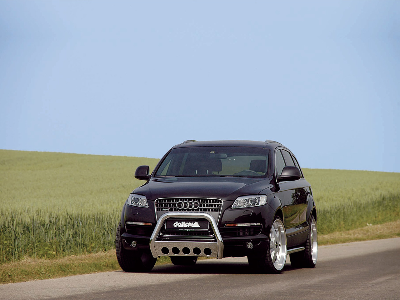 delta 4x4 audi q7 photos photogallery with 1 pics. Black Bedroom Furniture Sets. Home Design Ideas