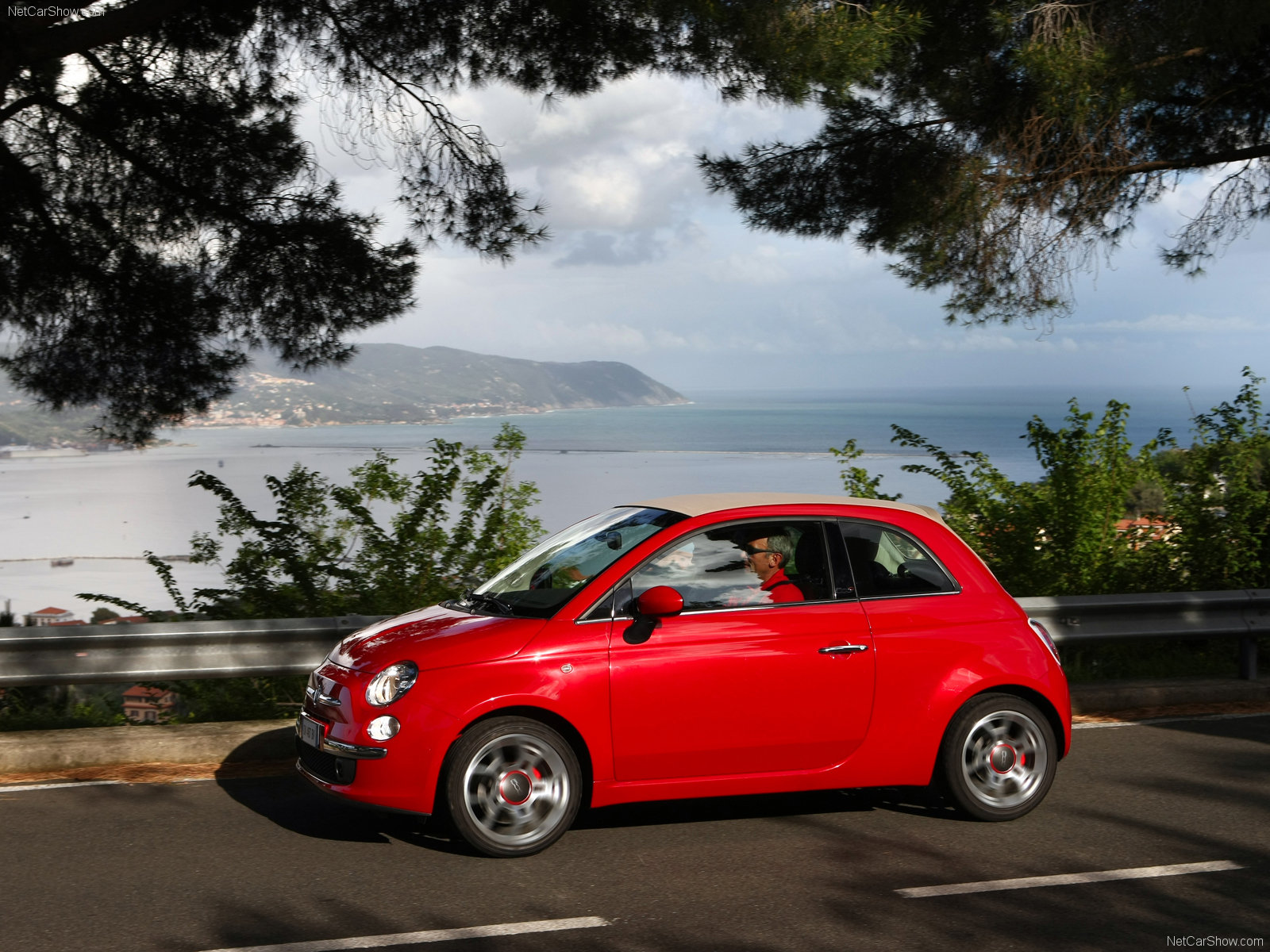 You can vote for this Fiat 500C photo