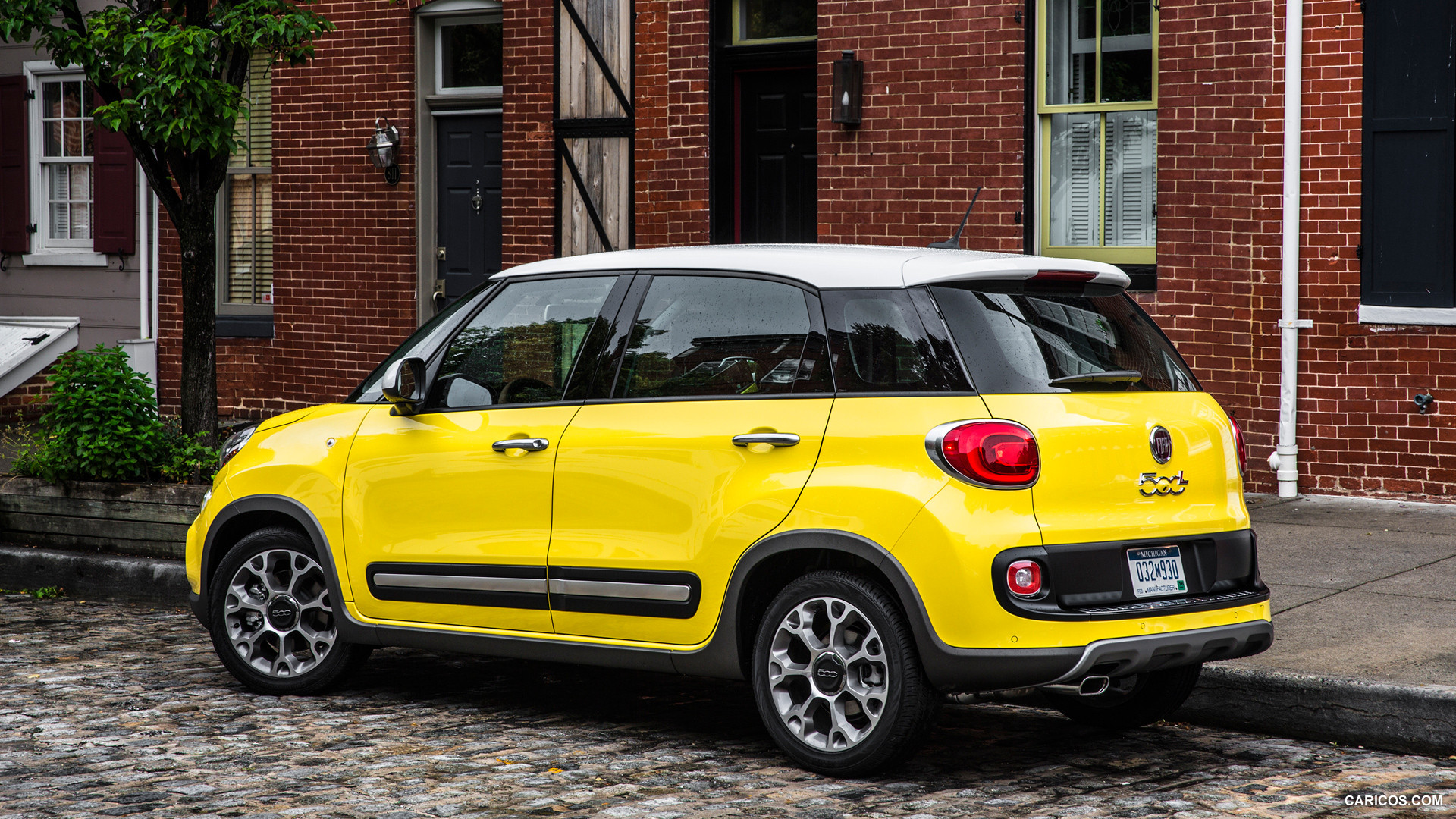fiat 500l us version photos photogallery with 19 pics. Black Bedroom Furniture Sets. Home Design Ideas