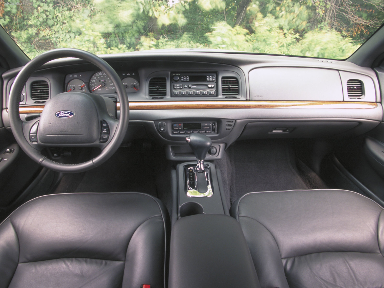 ford crown victoria photos photogallery with 26 pics. Black Bedroom Furniture Sets. Home Design Ideas
