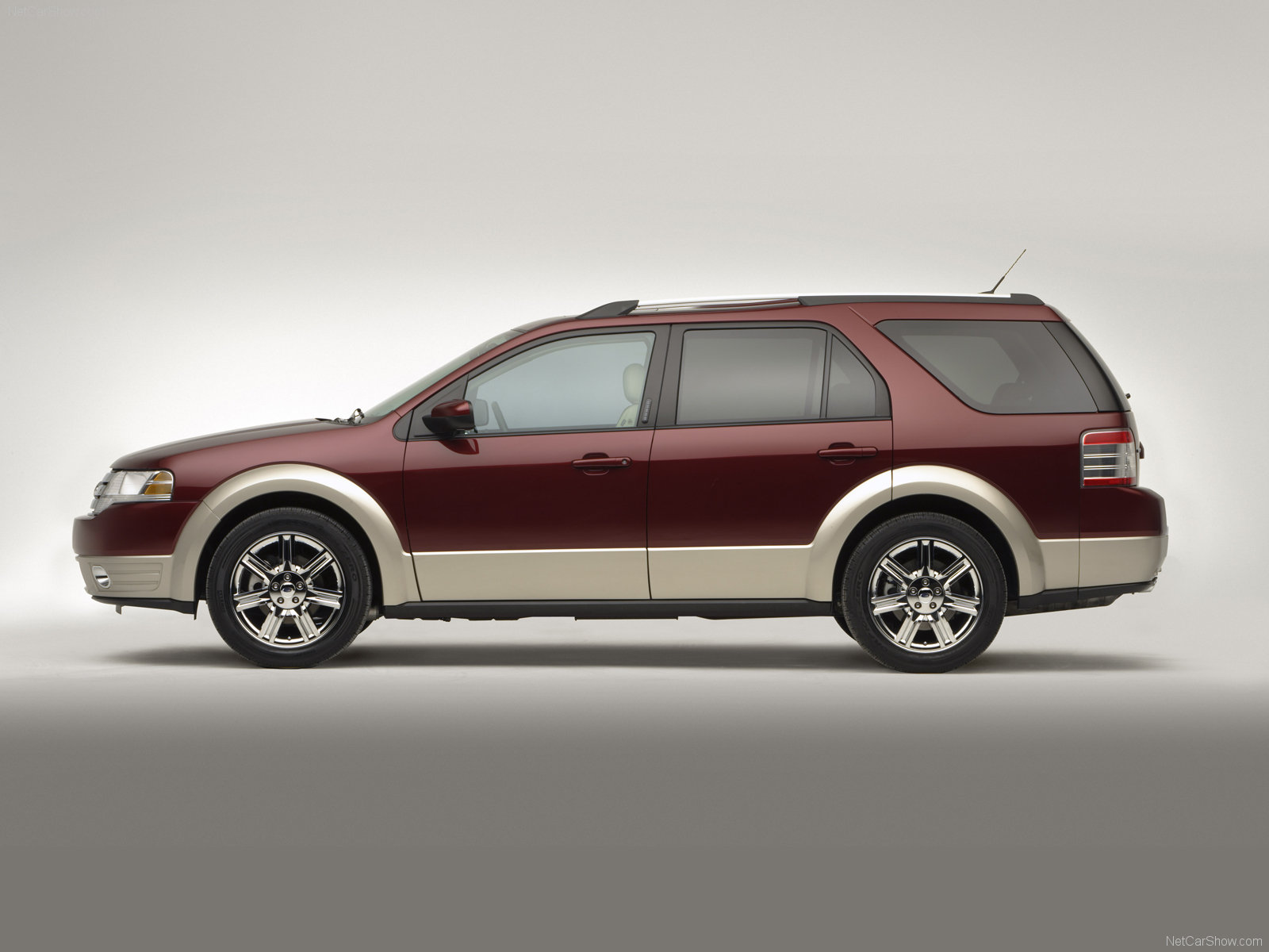 New ford taurus x pictures
