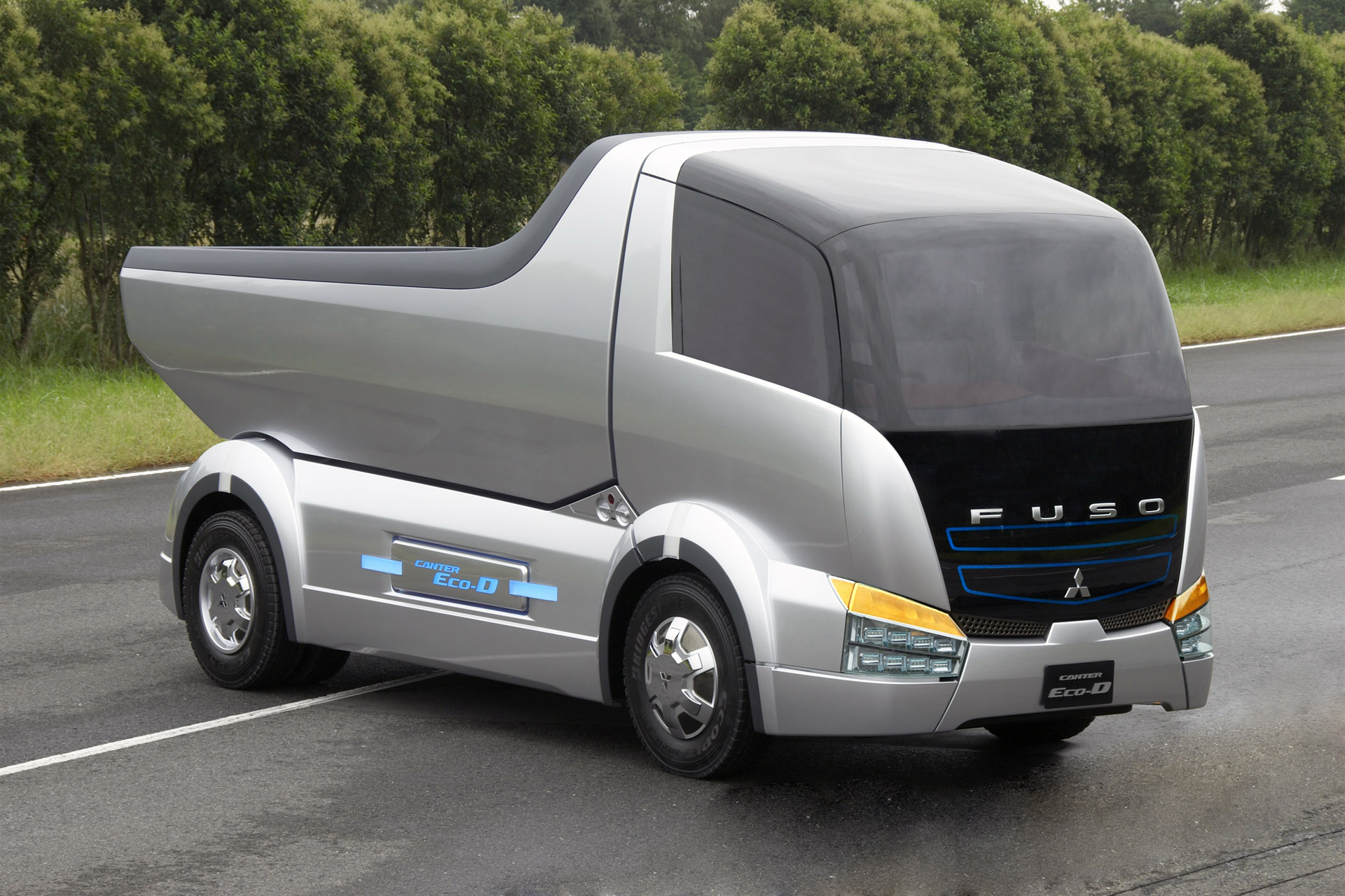 Fuso Canter Eco-D photos - PhotoGallery with 4 pics| CarsBase.com