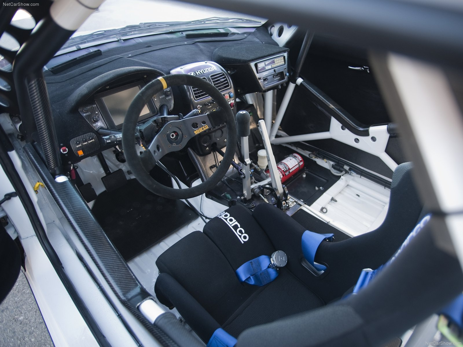 Hyundai veloster rally car pictures in high quality for Interieur wrc