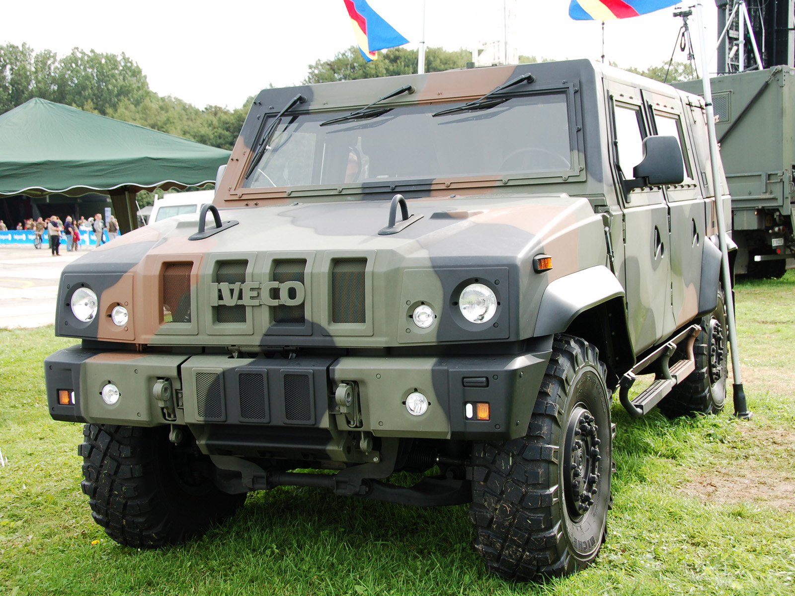 Iveco Lmv Photos Photogallery With 5 Pics Carsbase Com