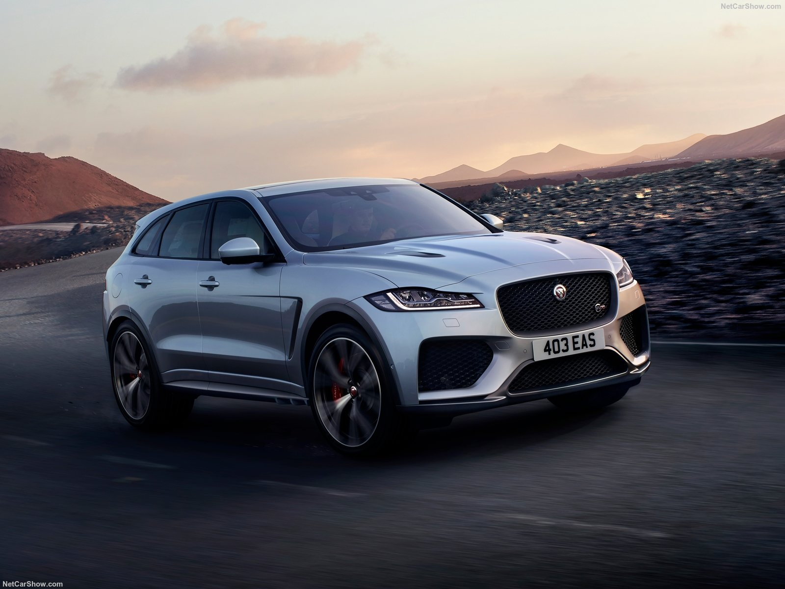Jaguar F-Pace SVR photo 187437