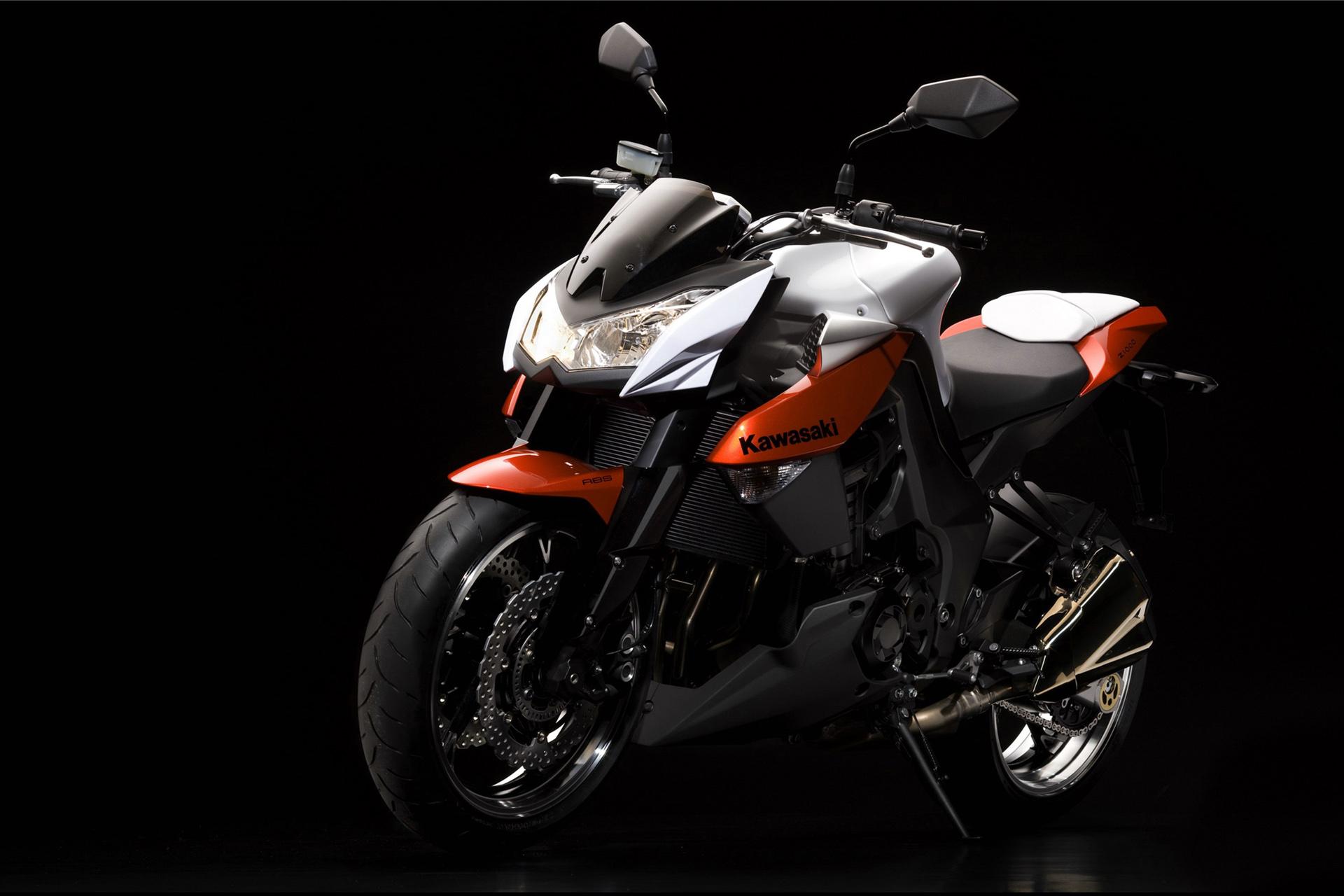 Kawasaki Z1000 Photos Photogallery With 9 Pics Carsbase Com