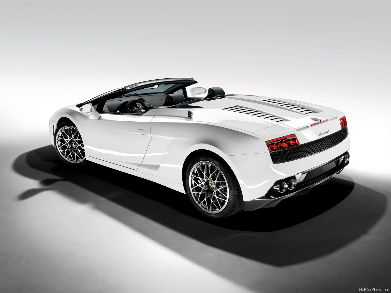 You can vote for this Lamborghini Gallardo LP560-4 Spyder photo