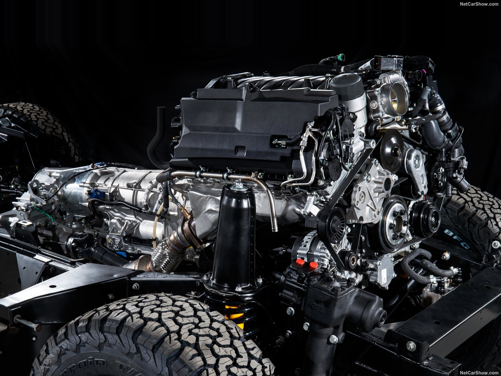 Land Rover Defender Works V8 photo 186180