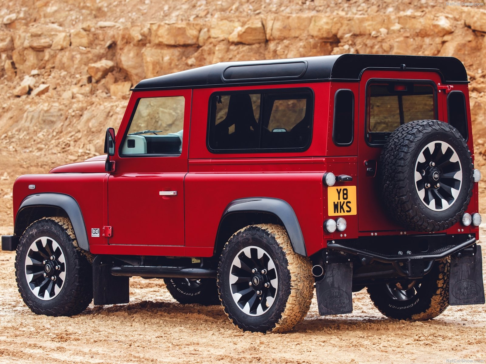 Land Rover Defender Works V8 photo 186188