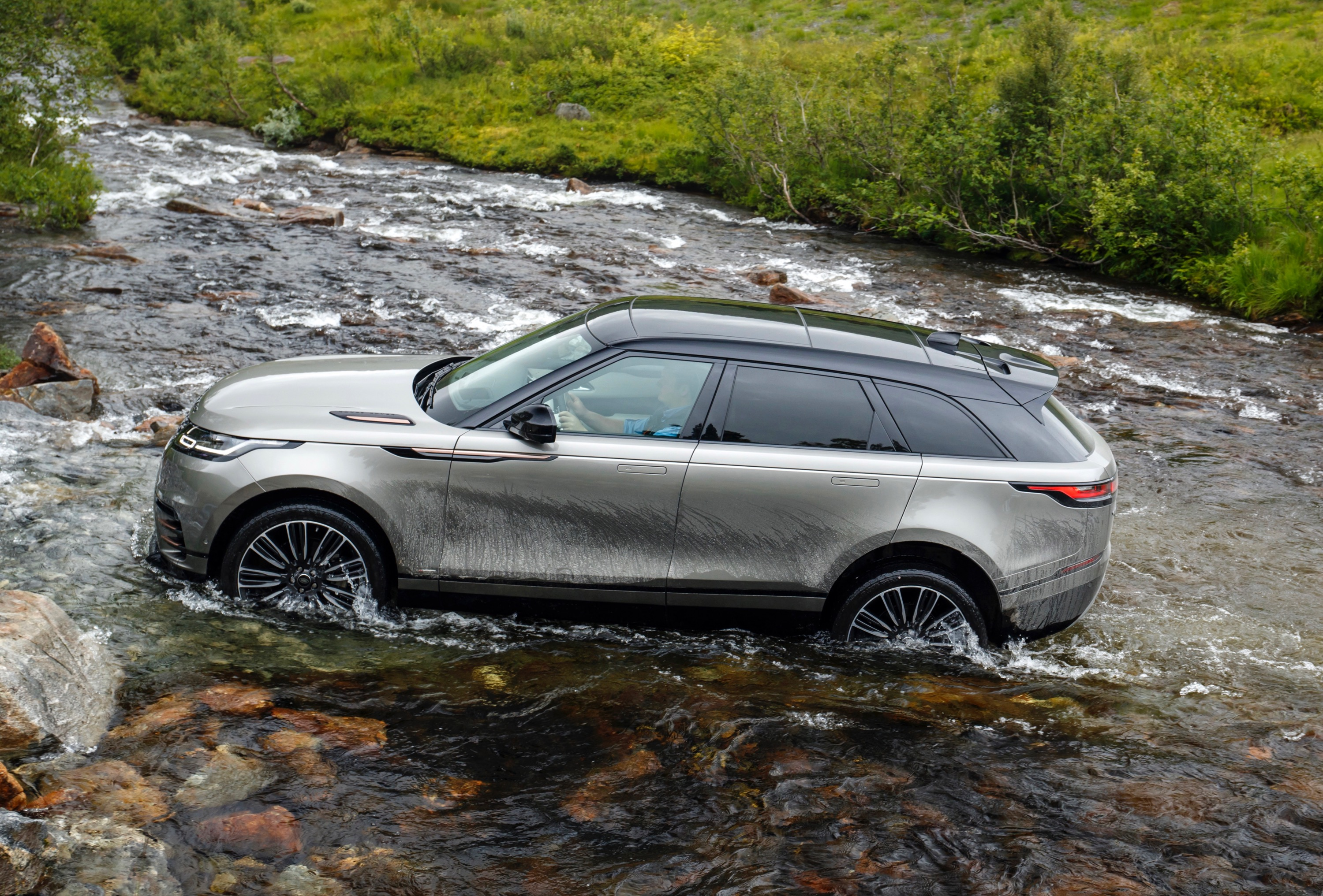 Land Rover Range Rover Velar photo 180158