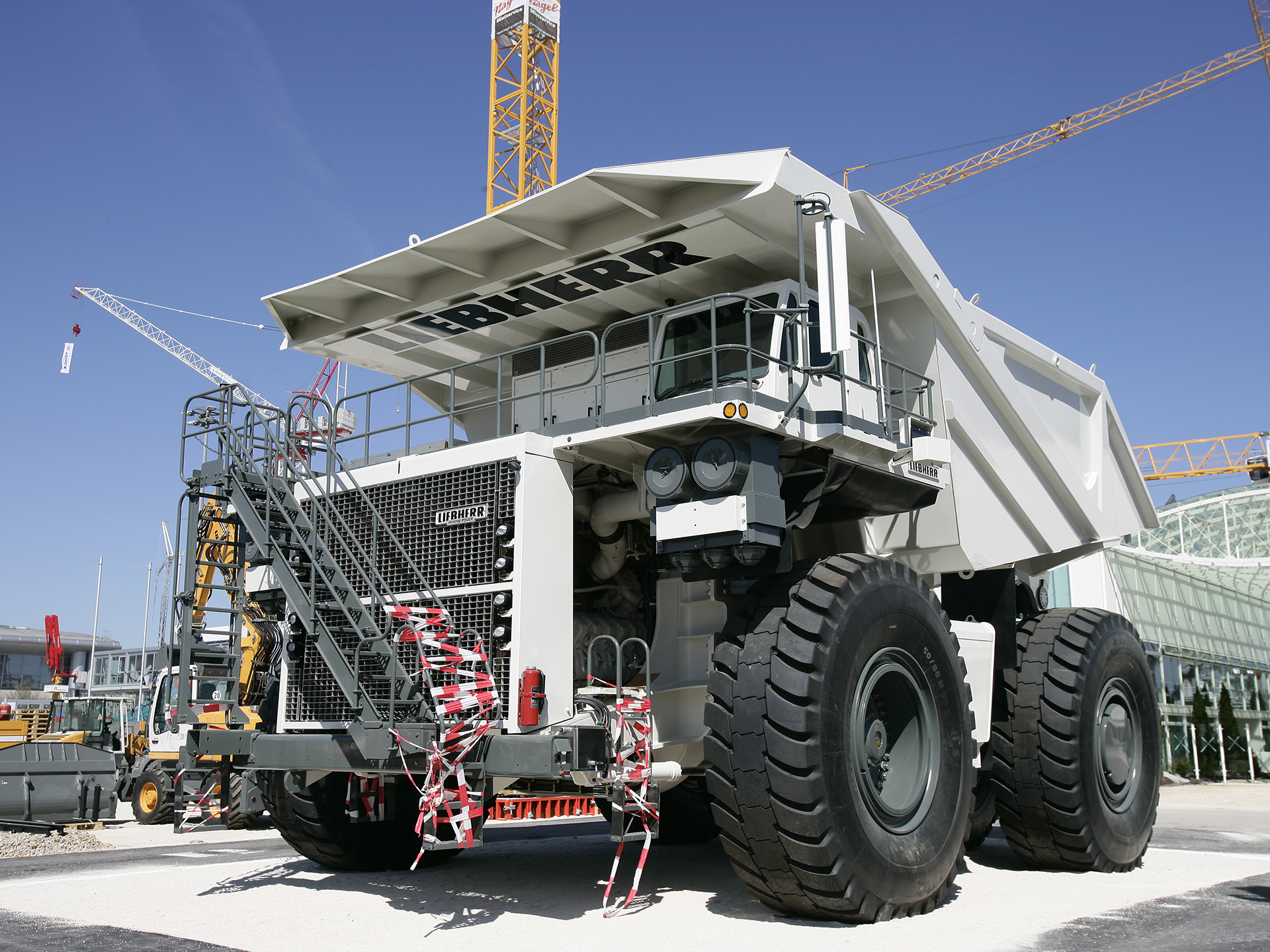 Liebherr ti274 photos photogallery with 5 pics carsbase com