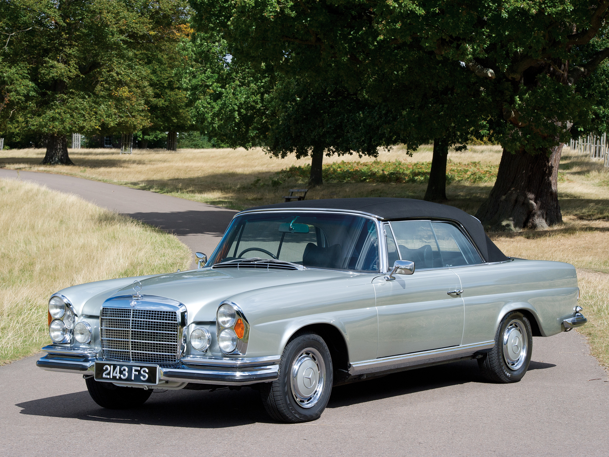 mercedes benz 280 se cabriolet photos photogallery with. Black Bedroom Furniture Sets. Home Design Ideas