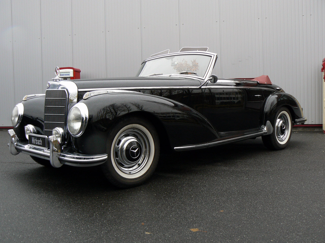 Mercedes benz 300s roadster photos photogallery with 4 for Buying a mercedes benz