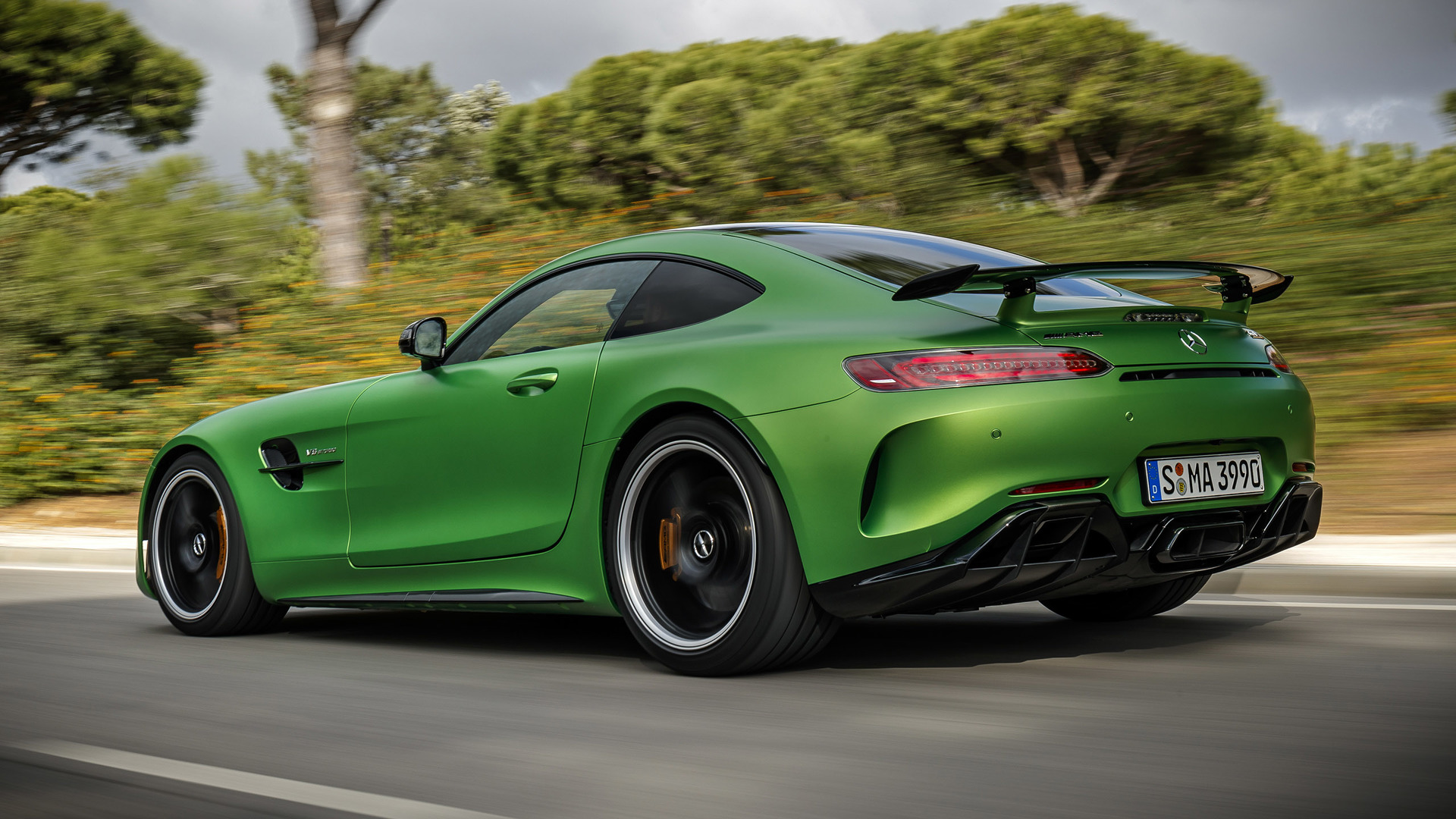 Mercedes Benz Amg Gt R Photos Photogallery With 22 Pics