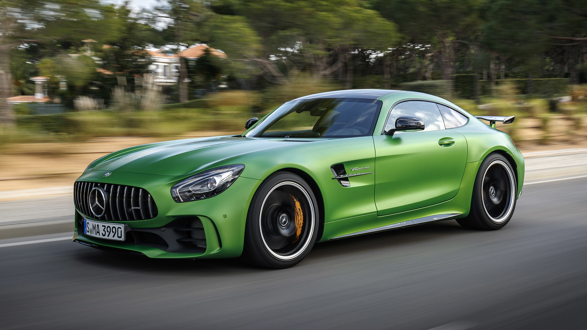 mercedes benz amg gt r photos photogallery with 22 pics. Black Bedroom Furniture Sets. Home Design Ideas