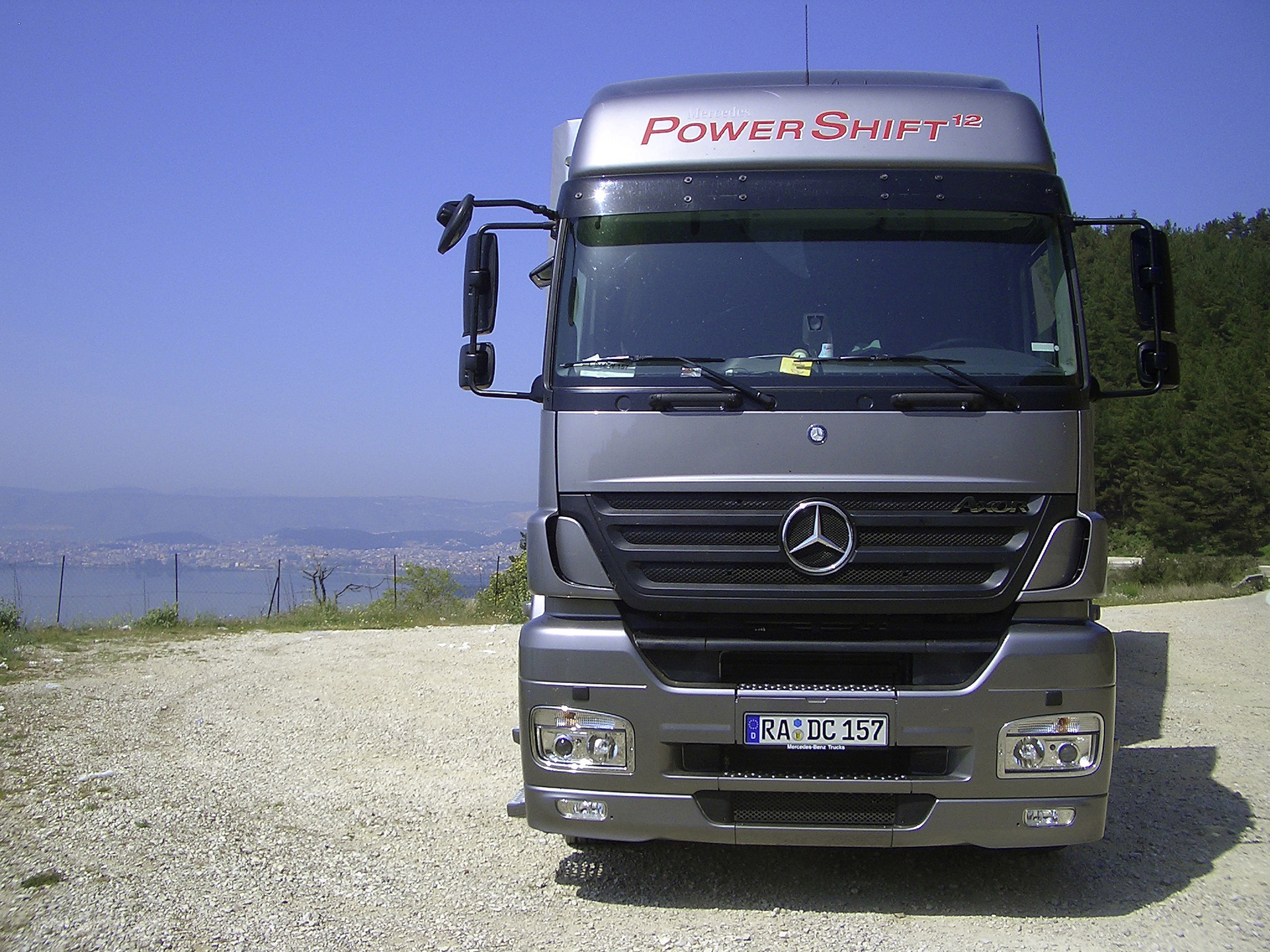 mercedes benz axor photos photogallery with 11 pics. Black Bedroom Furniture Sets. Home Design Ideas