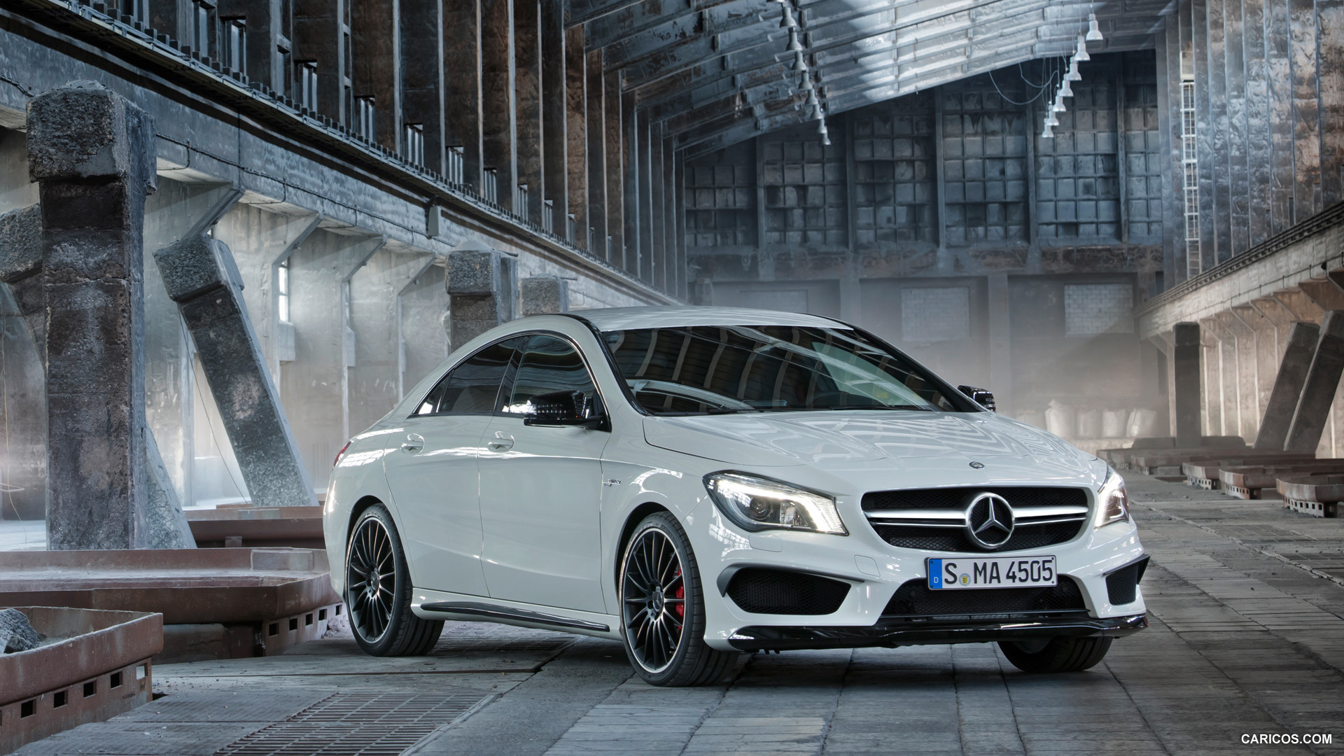 Mercedes benz cla 45 amg photos photogallery with 42 for Mercedes benz cla 45