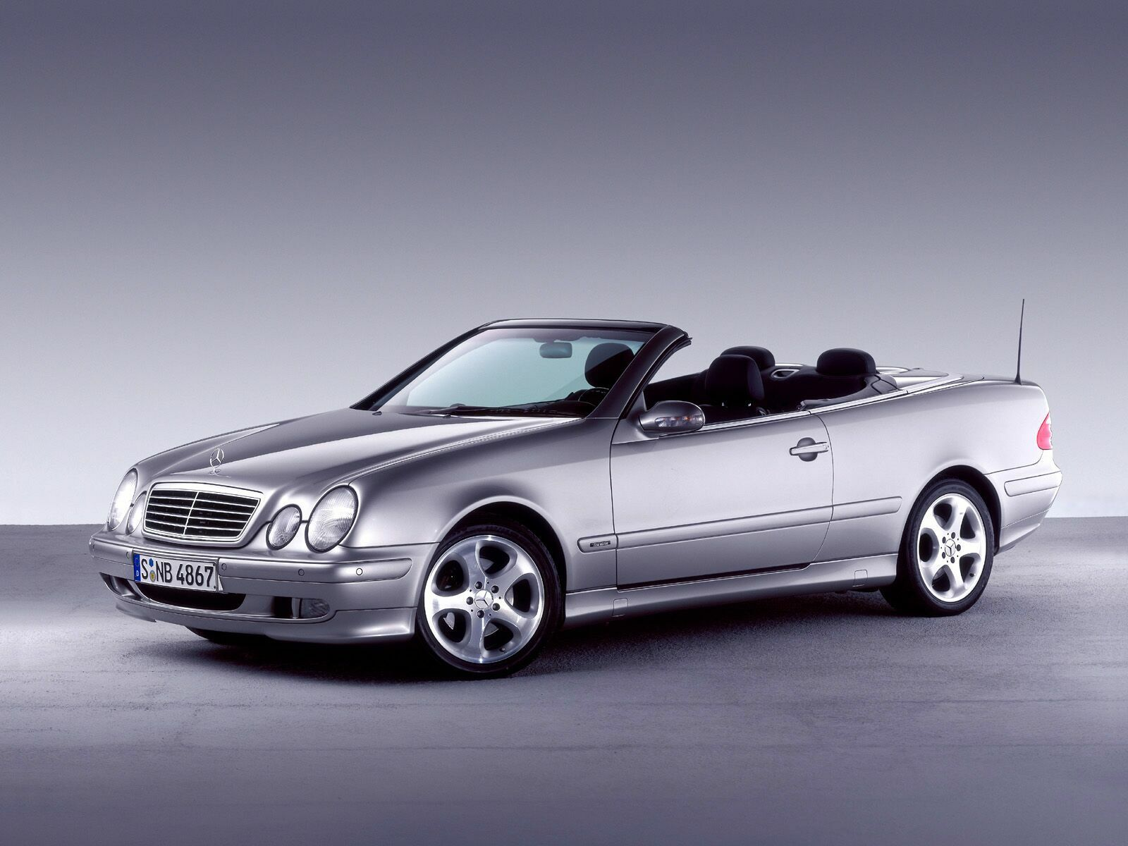 mercedes benz clk cabriolet photos photogallery with 42 pics. Black Bedroom Furniture Sets. Home Design Ideas