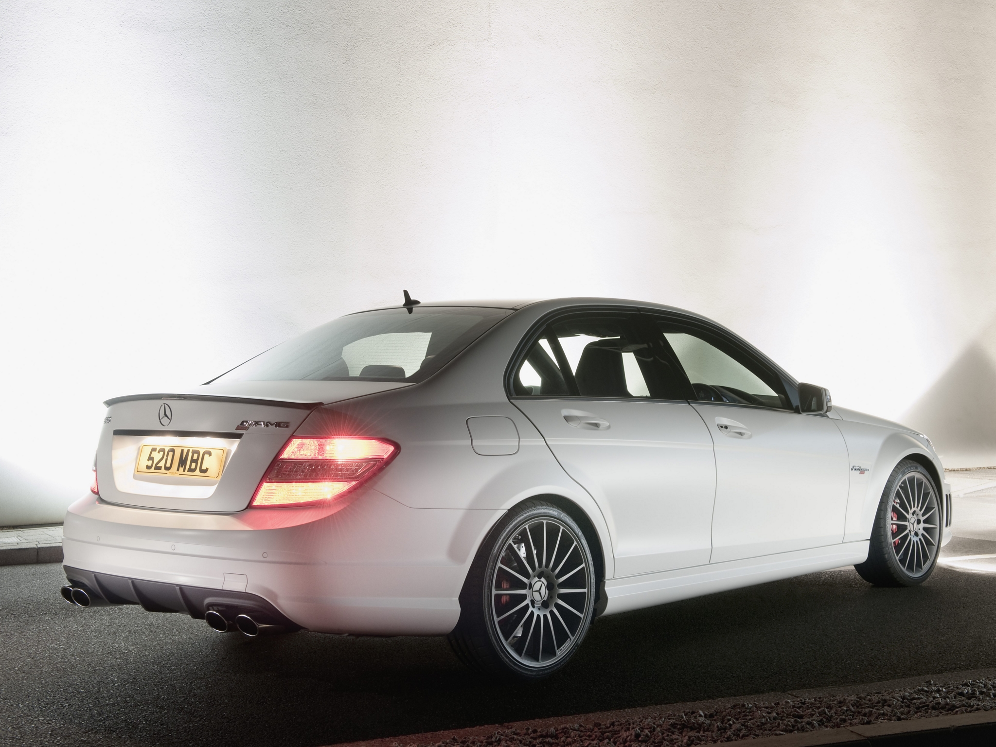 mercedes benz c class amg photos photogallery with 113 pics. Black Bedroom Furniture Sets. Home Design Ideas