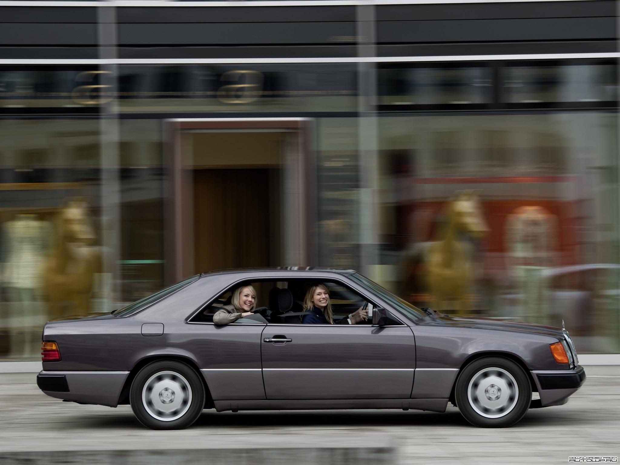 Mercedes benz e class coupe c124 photos photogallery for E class coupe mercedes benz