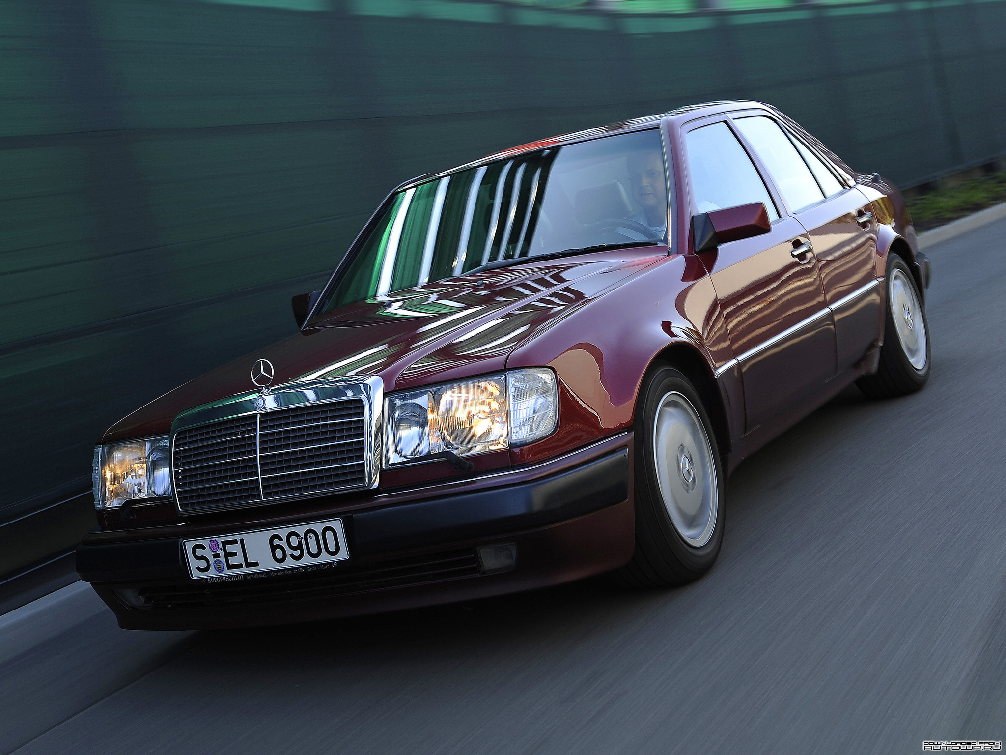Mercedes benz e class w124 photos photogallery with 25 for Mercedes benz w