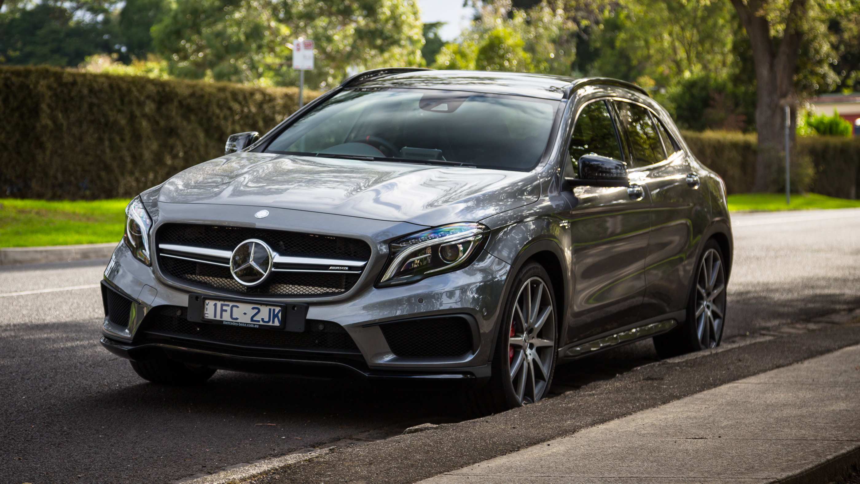 Mercedes benz gla 45 amg photos photogallery with 47 for Mercedes benz gla 45