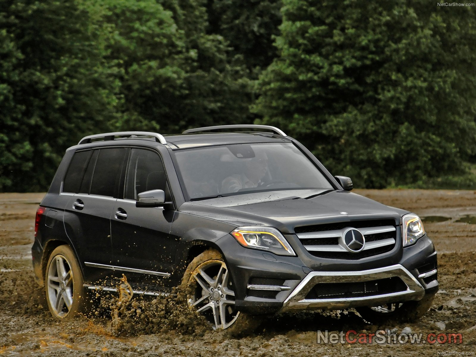mercedes benz glk amg photos photogallery with 39 pics. Black Bedroom Furniture Sets. Home Design Ideas