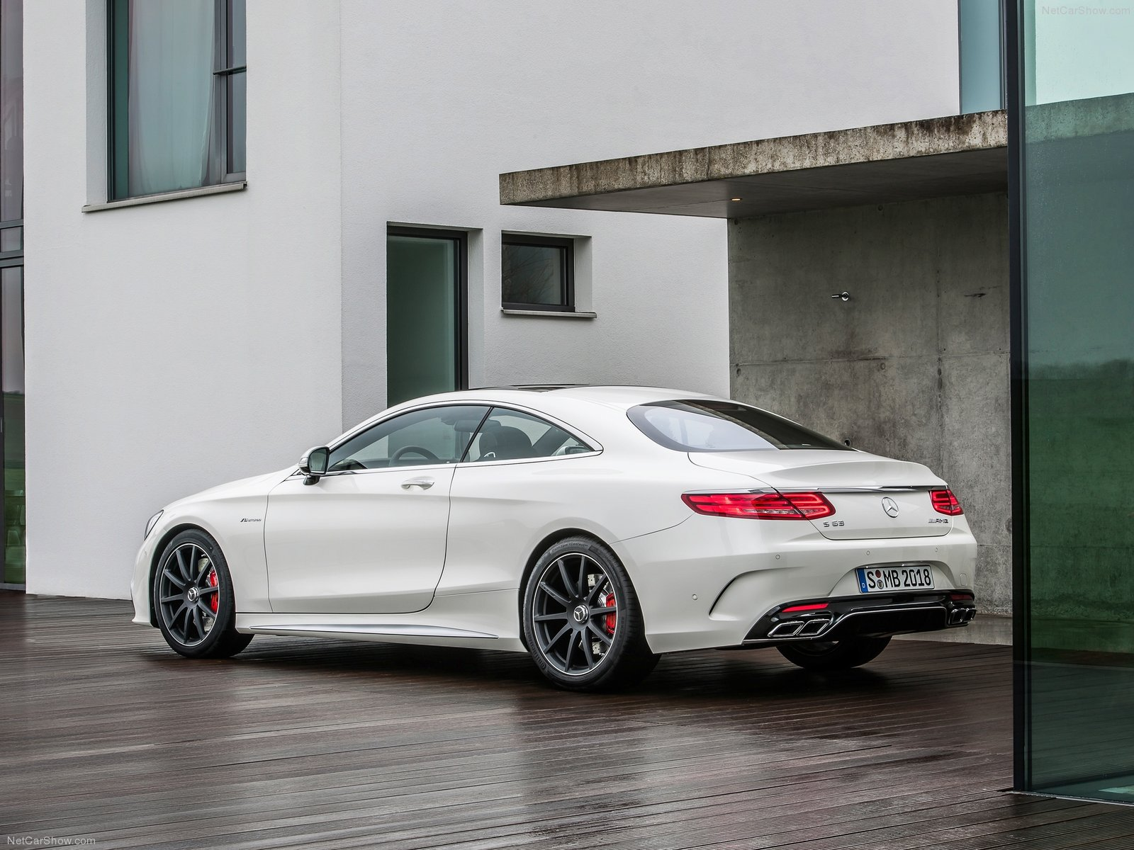 mercedes benz s63 amg coupe photos photogallery with 44 pics. Black Bedroom Furniture Sets. Home Design Ideas