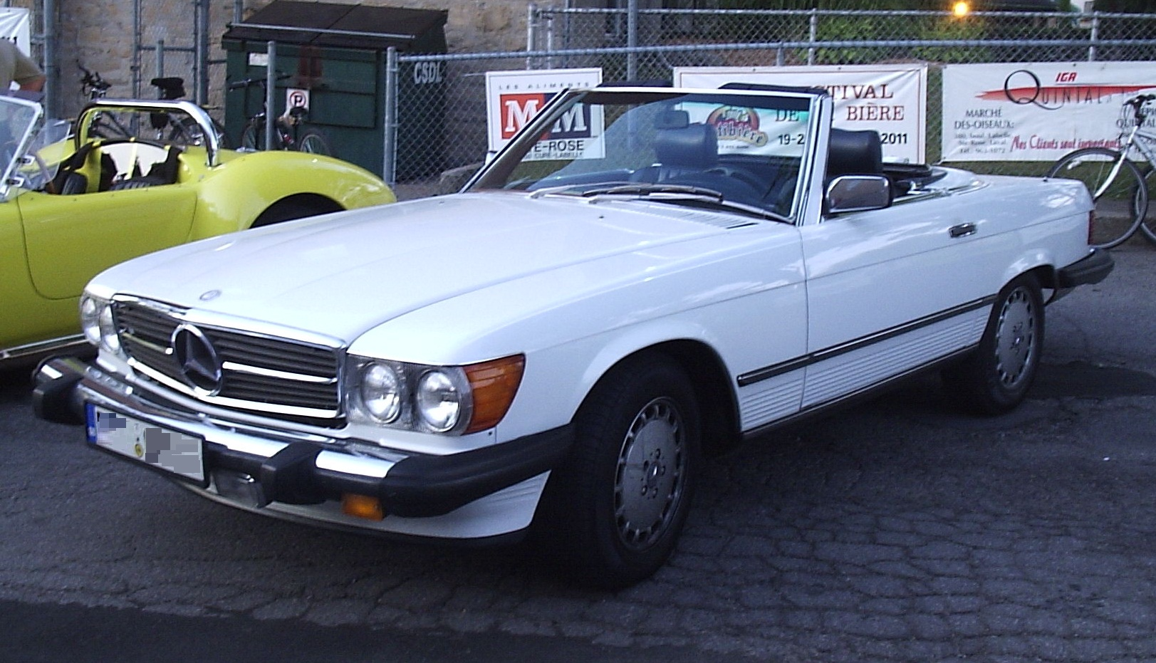mercedes benz sl class w107 photos photogallery with 2. Black Bedroom Furniture Sets. Home Design Ideas