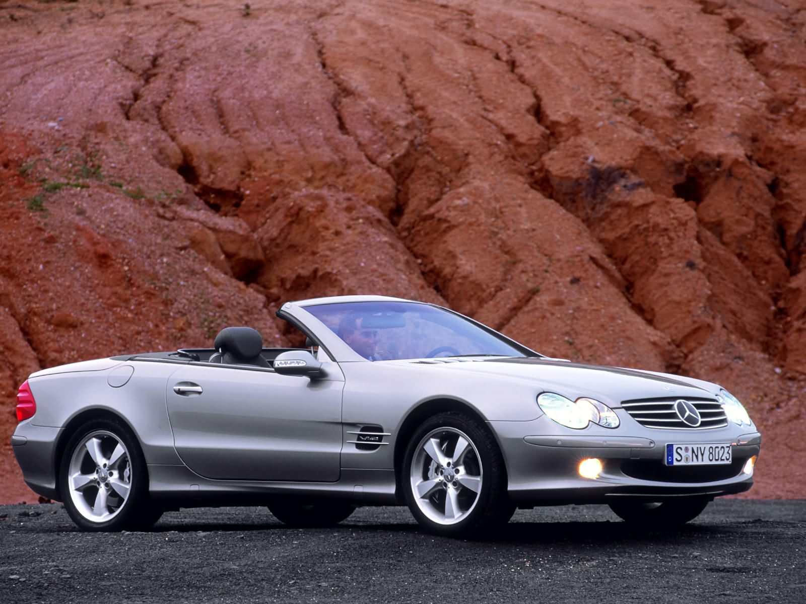 Mercedes benz sl class w230 photos photogallery with 19 for Mercedes benz sl 230