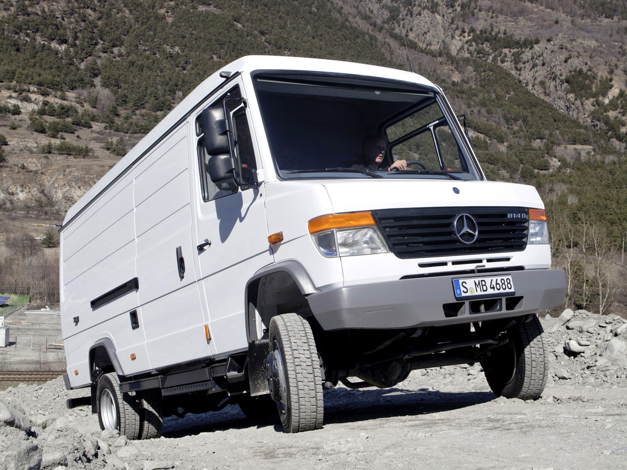 mercedes benz vario photos photogallery with 1 pics. Black Bedroom Furniture Sets. Home Design Ideas
