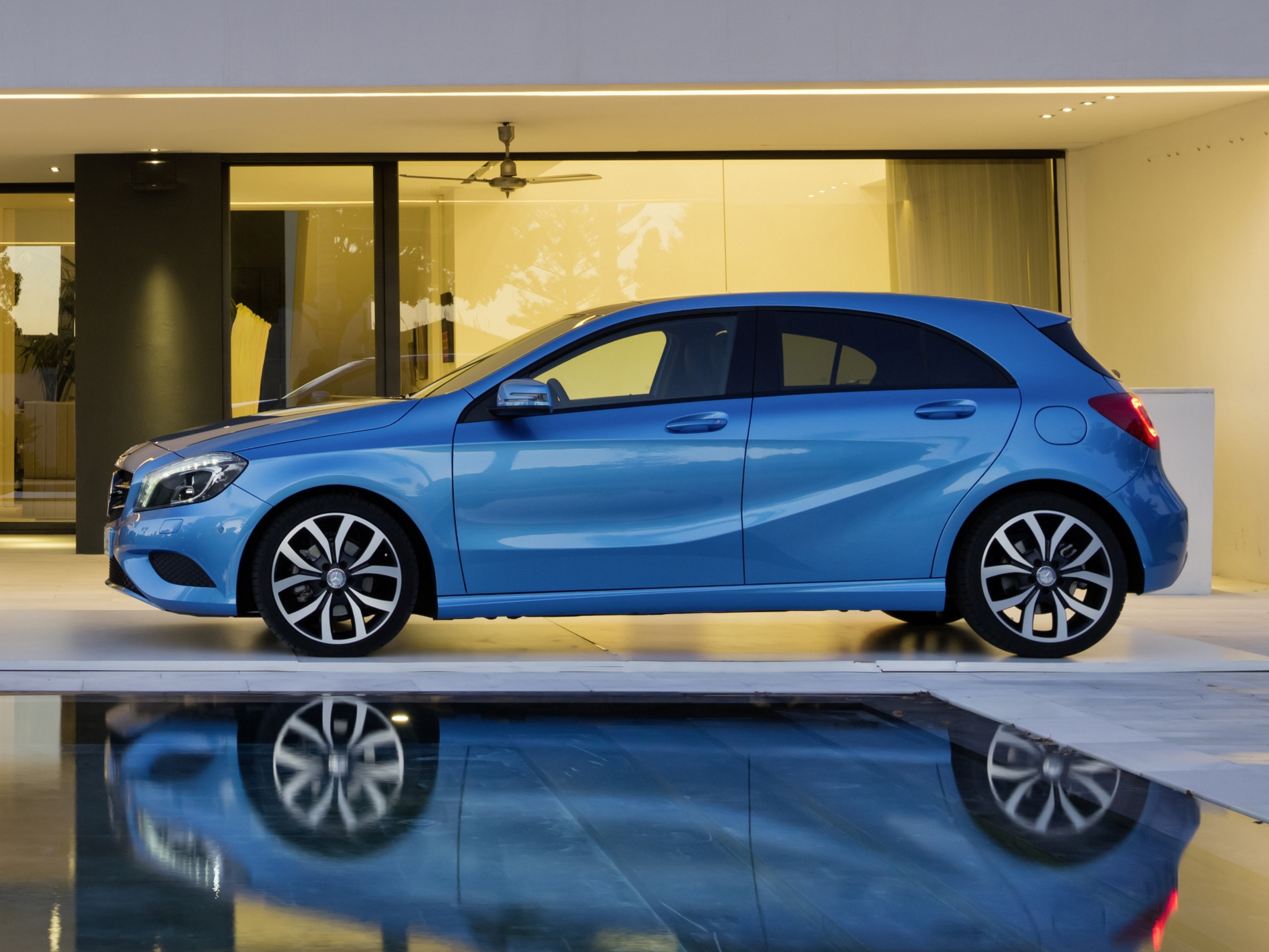 Mercedes Benz A180 Photos Photogallery With 3 Pics