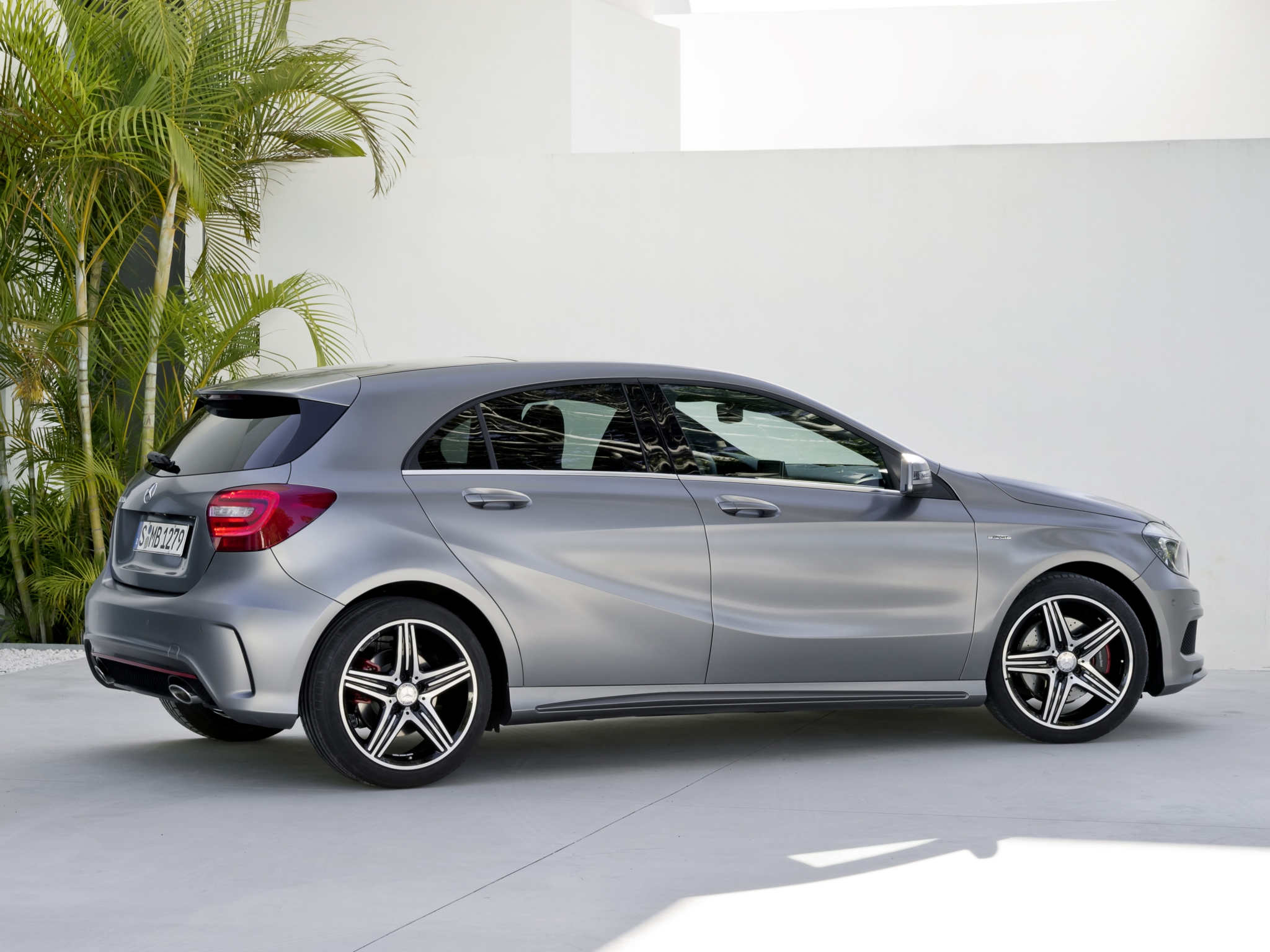 mercedes cla class battles the mercedes a class. Black Bedroom Furniture Sets. Home Design Ideas