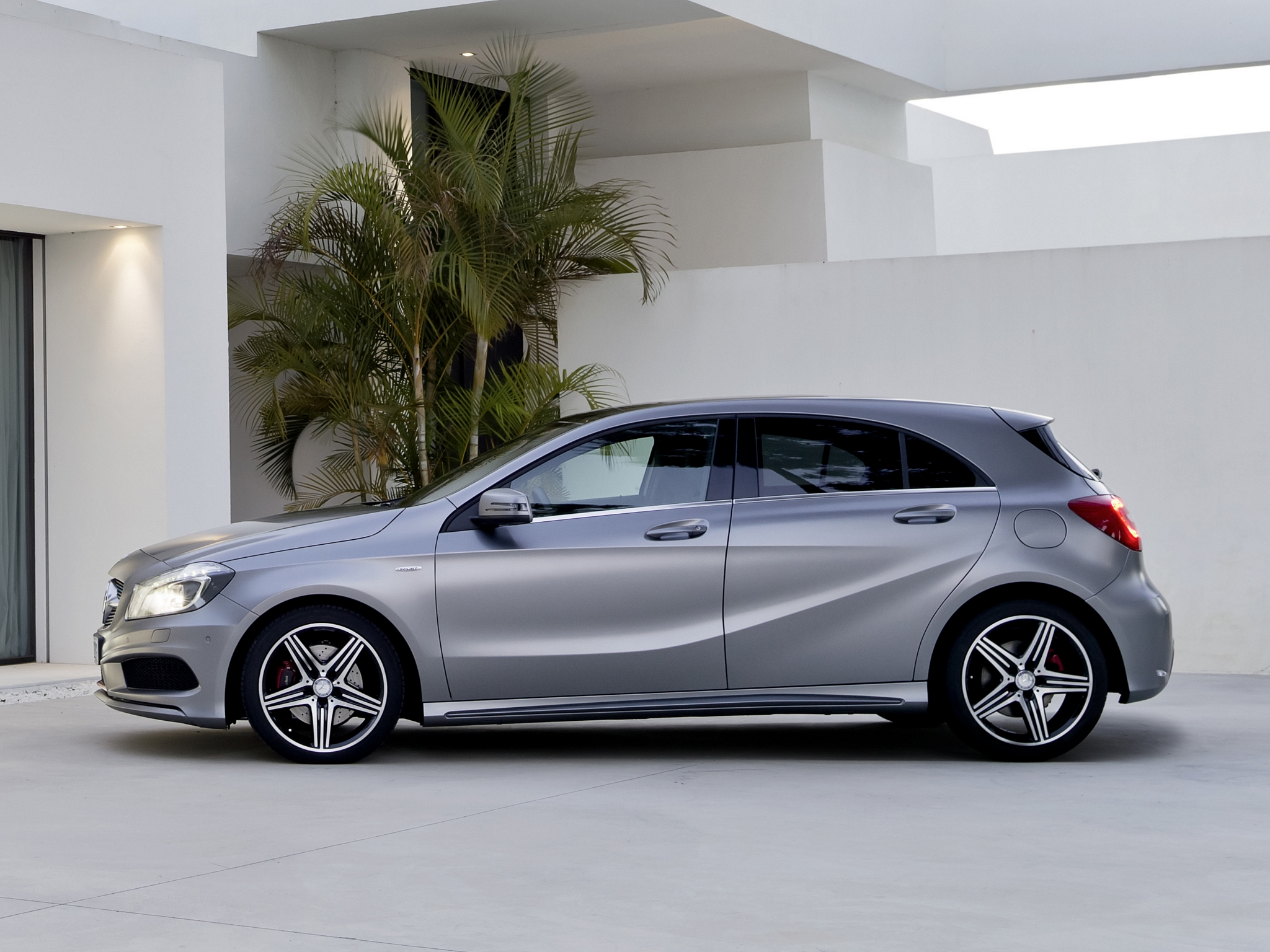 Mercedes benz a250 photos photogallery with 6 pics for Mercedes benz of minneapolis