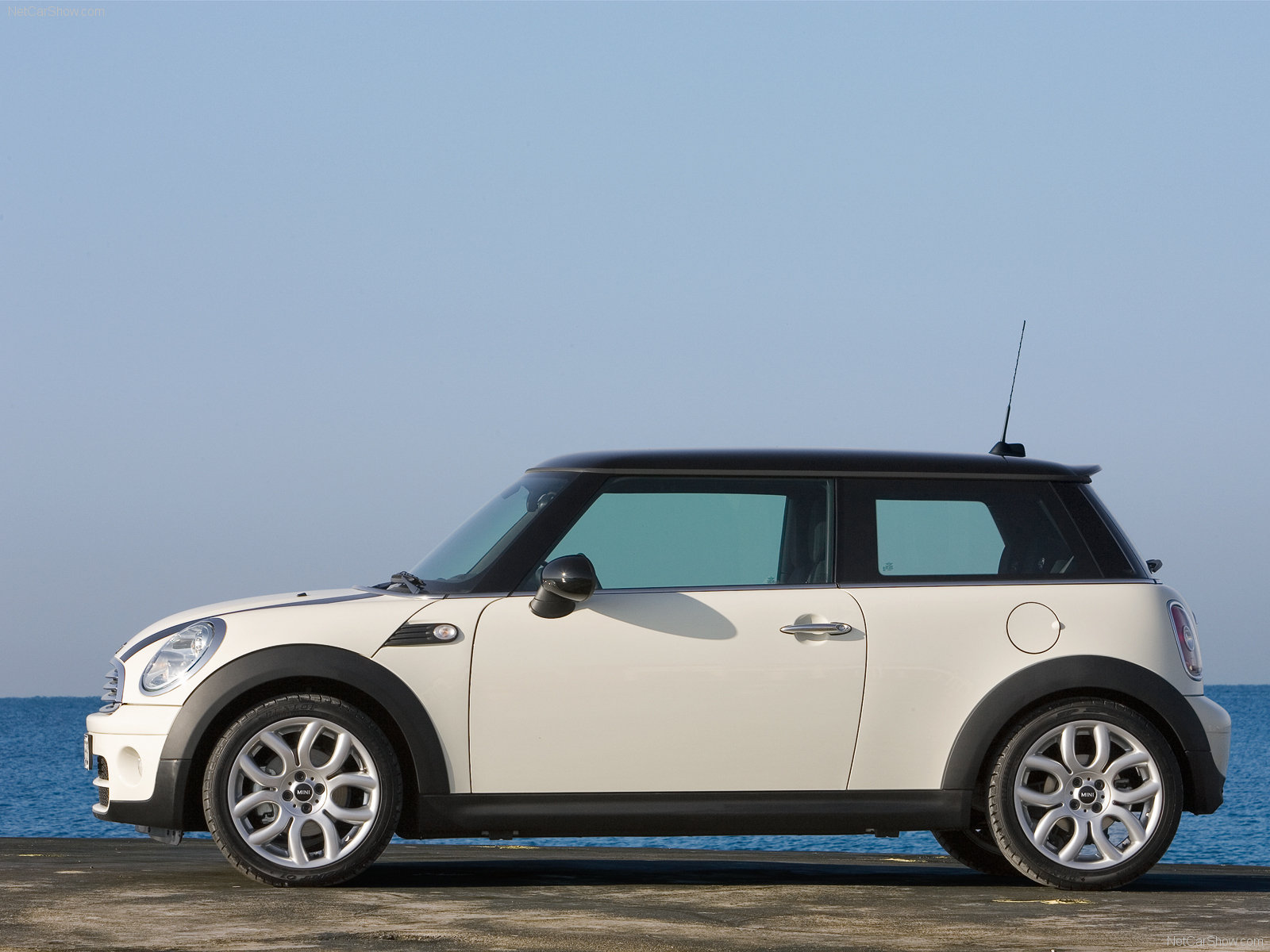 mini cooper d photos photogallery with 10 pics. Black Bedroom Furniture Sets. Home Design Ideas