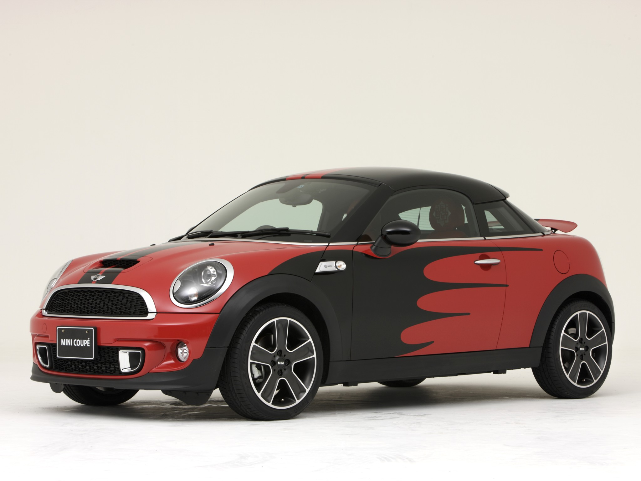 mini cooper s coupe photos photogallery with 7 pics. Black Bedroom Furniture Sets. Home Design Ideas