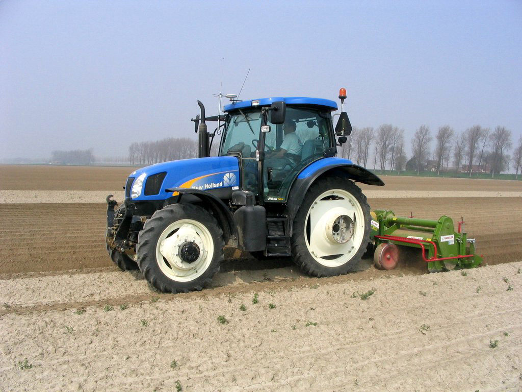 New Holland Ts135a Photos Photogallery With 3 Pics
