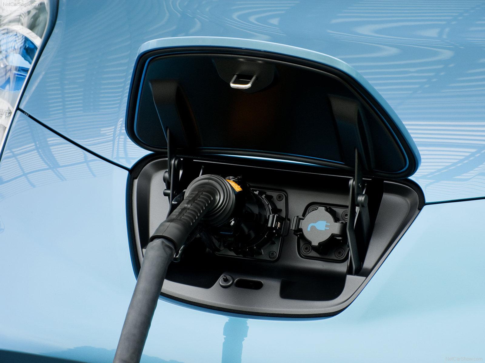 как заряжать электромобиль nissan leaf