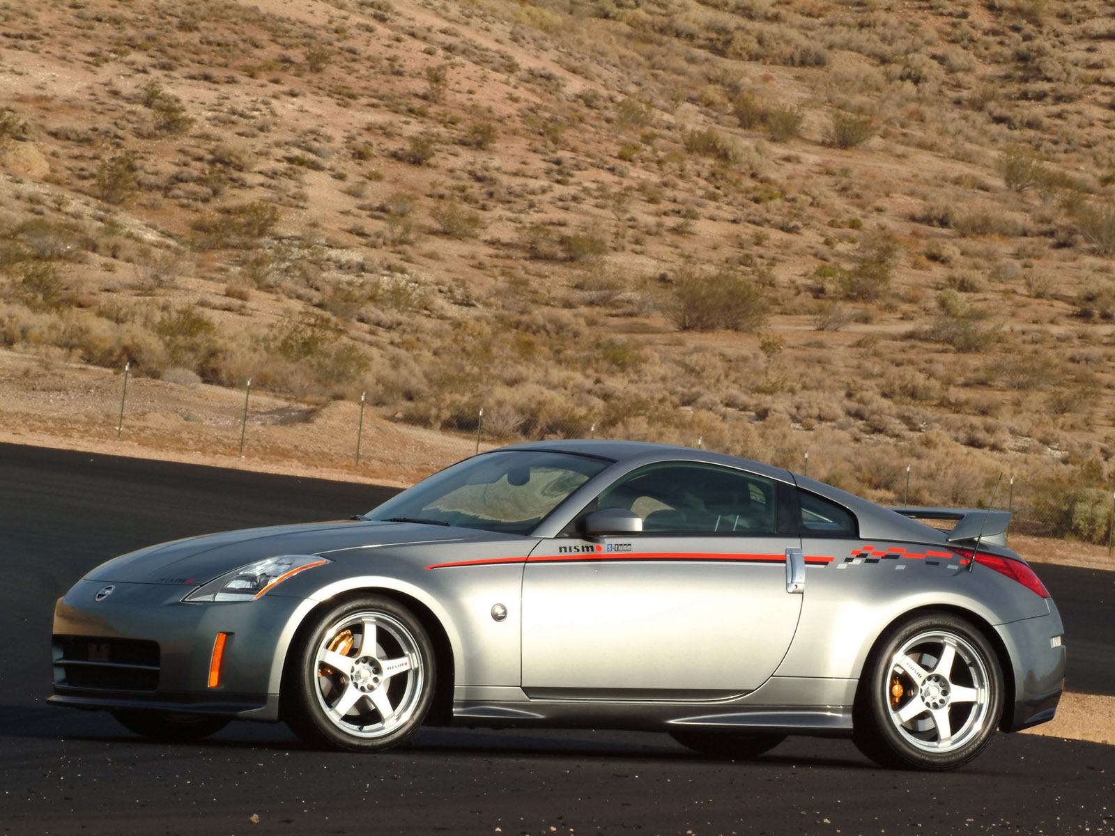 nissan nismo 350z photos photogallery with 16 pics. Black Bedroom Furniture Sets. Home Design Ideas