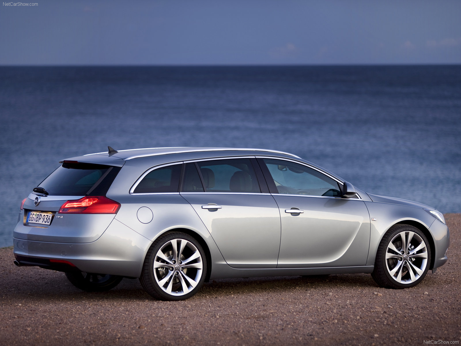 opel insignia sports tourer photos photogallery with 14