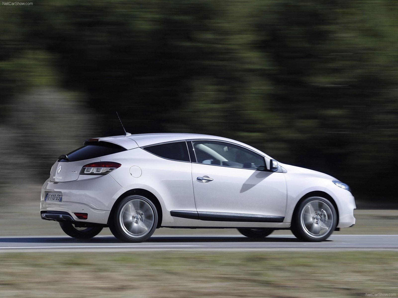 renault megane coupe gt photos photogallery with 22 pics. Black Bedroom Furniture Sets. Home Design Ideas