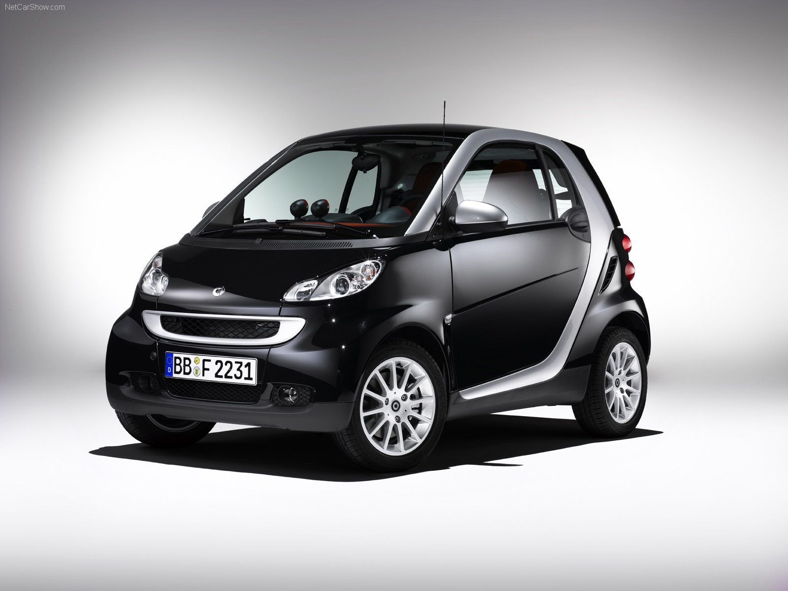 smart fortwo coupe photos photogallery with 14 pics. Black Bedroom Furniture Sets. Home Design Ideas