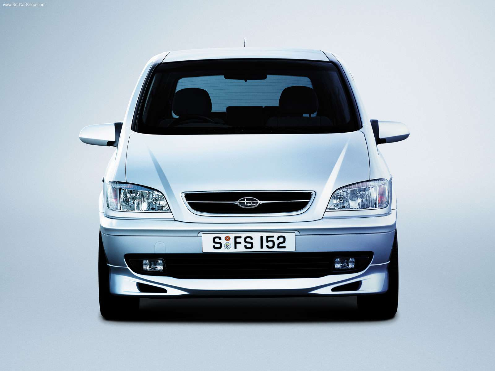 Subaru Traviq Photos Photogallery With 6 Pics Carsbase Com