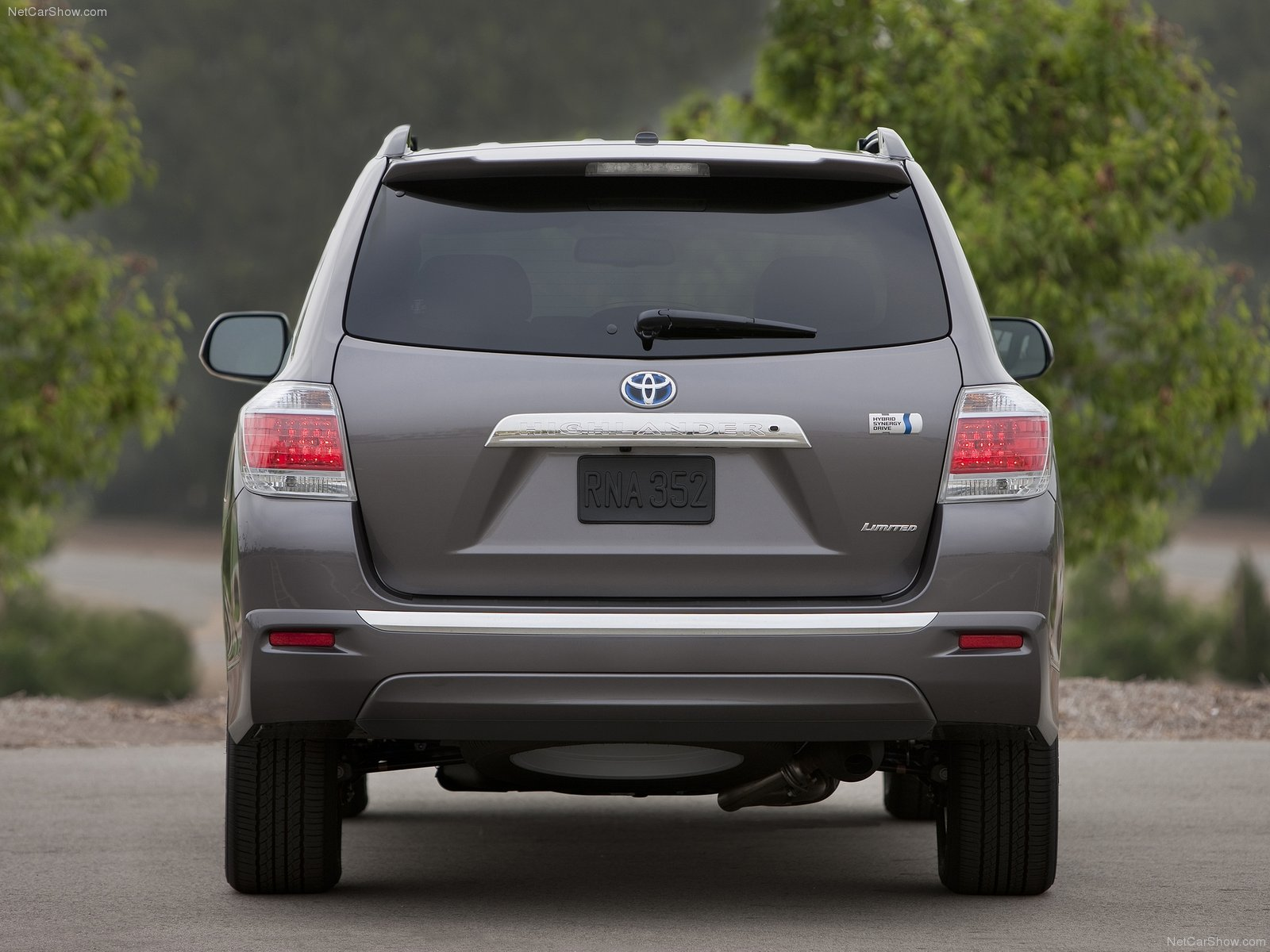 quarters makes drivers articles in toyota three hybrid highlander informations suv photos motion