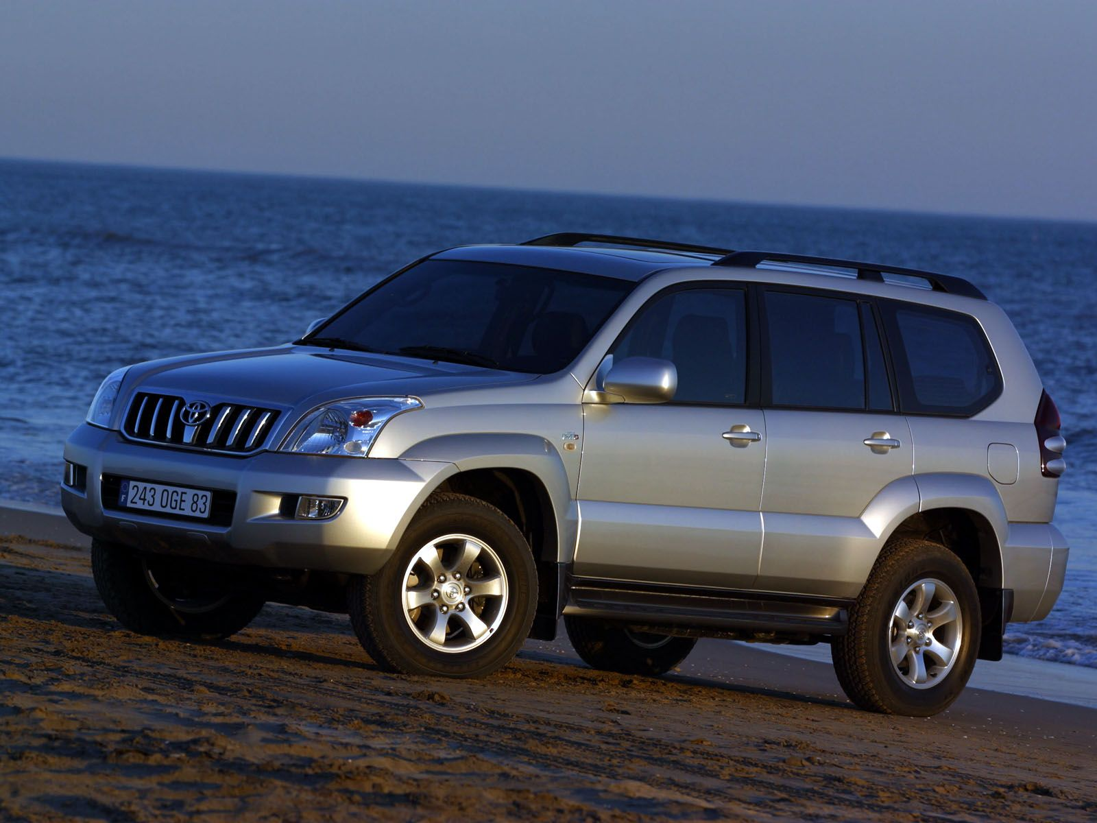 Toyota Land Cruiser 120 Photos Photogallery With 9 Pics